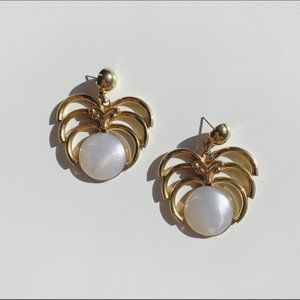 ornate gold tone 80s dangle earrings with pearl